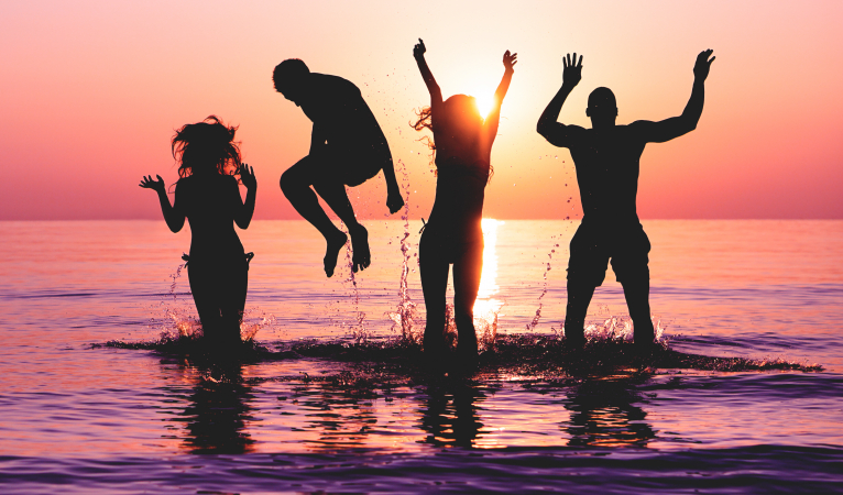Met vrienden even gek doen én genieten van de zonsondergang