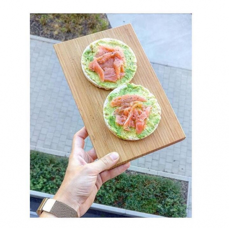 1. Maïswafel met avocado, gerookte zalm, peper en dille.