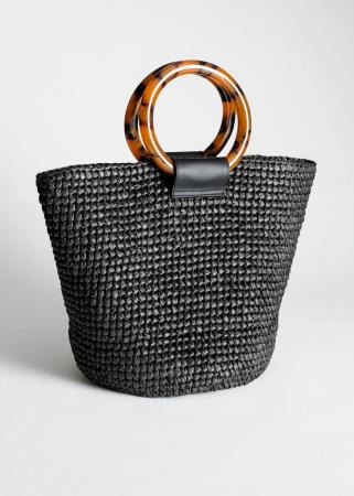 Zwarte tote bag uit geweven stro