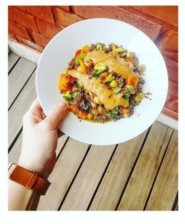 5. Kip met quinoa, groentjes en pindasaus