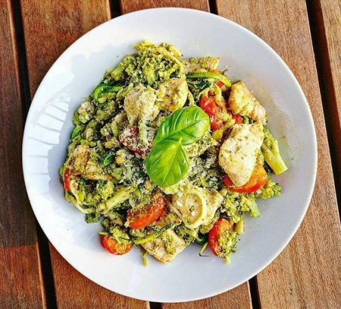 6. Courgetti met kalkoen en groentjes