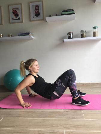 5. Triceps dips in tafelpositie