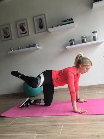 4. Side leg lifts