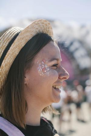 De festivaltrend:losse glitter en gezichtsjuwelen