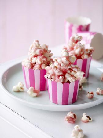 Pink popcorn met rodebietensap