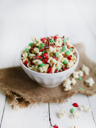 Rood-wit-groene popcorn met M&M's