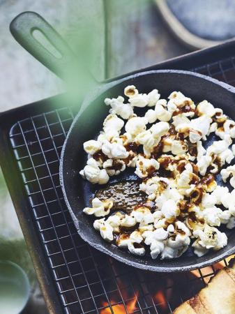 BBQ-popcorn met kaneel en gember