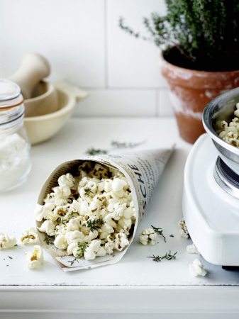 Pittige popcorn met kokos en tijm