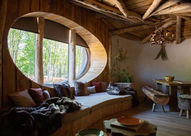La pièce à vivre avec sa baie vitrée