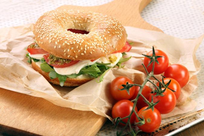 Met tomaat en mozzarella