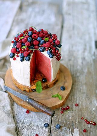 Watermeloencake met rood fruit
