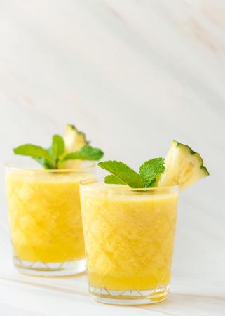 Punch op basis van ananas en gemberbier