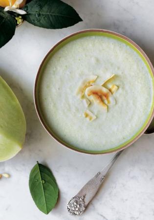 Soupe de concombre, melon et lait de coco