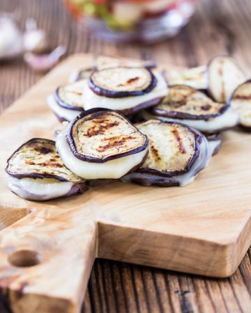 Gegrilde aubergine met halloumikaas