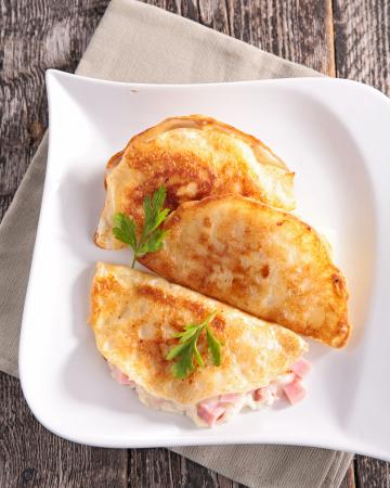 Pannenkoeken met ham en kaas