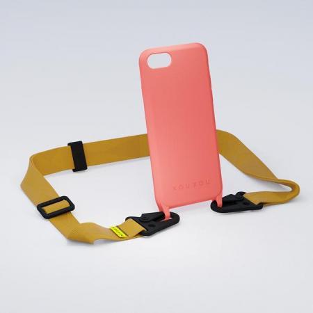 Koraalkleurige rubberen telefoonhoes + karamelkleurige lanyard