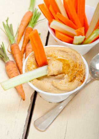 Hummus met worteltjes