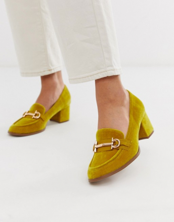 Loafer in mosterdkleur met hak