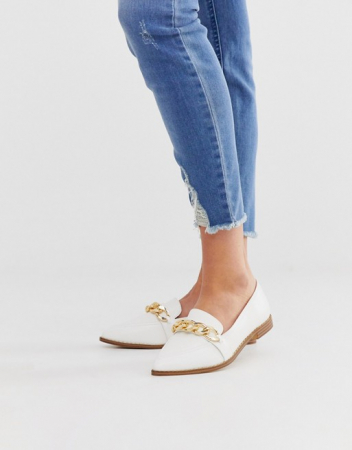 Witte loafers met ketting