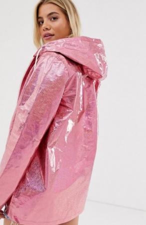 Roze regenjas met glitters