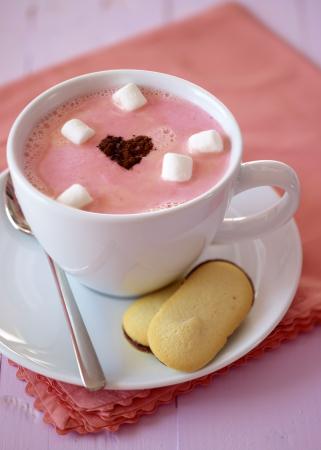 Witte chocolademelk met aardbeien