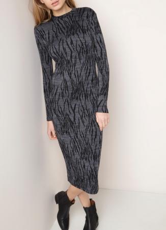 Aansluitende jurk met lange mouwen