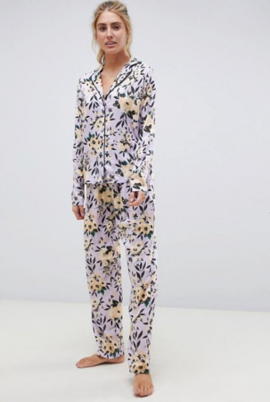 Lila pyjama met bloemenprint