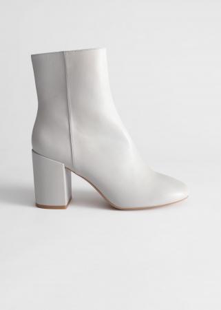 Witte enkellaarsjes