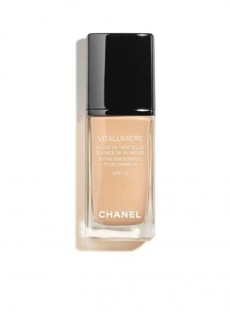 Vitalumière Satin Smoothing Fluid Makeup van Chanel