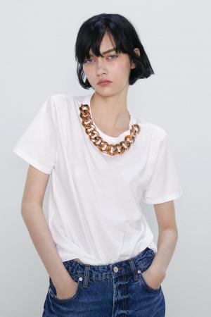 Pour twister un t-shirt blanc