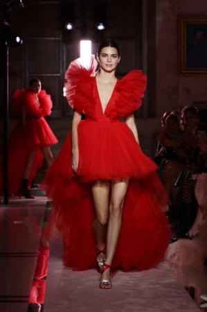 Kendall Jenner voor Giambattista Valli x H&M