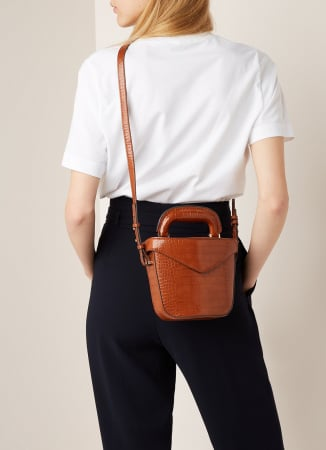 Cognackleurige crossbody bag met crocotextuur