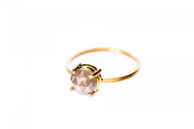 Bague en or avec diamant rose