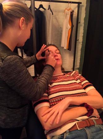 Ik testte als wenkbrauw-groentje (lees: ik wax, kam, kleur, fixeer ze nooit) de nieuwe trend: brow lift.