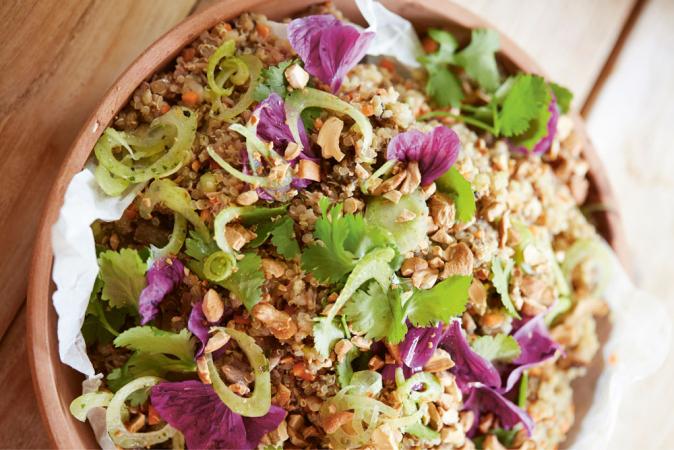 Salade van quinoa en gekonfijte eend 'Thai style'