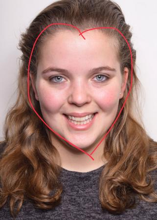 Cynthia (24) heeft een hartvormig gezicht.