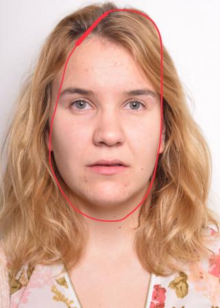 Naomi (24) heeft een lang gezicht.