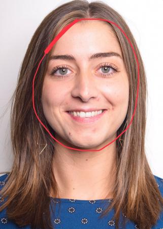 Sarah (24) heeft een rond gezicht.