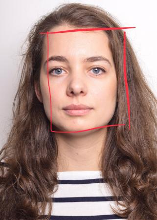Sophie (25) heeft een vierkant/hoekig gezicht.