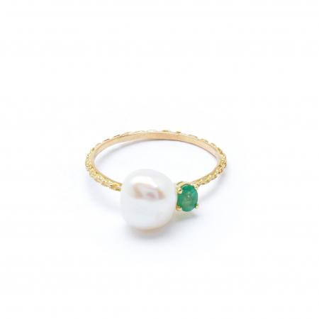 Gouden ring van 18 karaat met parel en smaragd