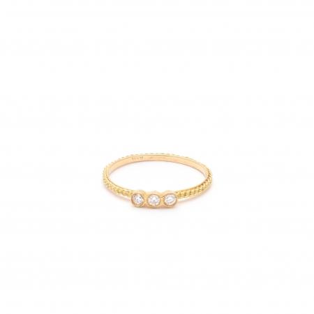 Gouden ring van 18 karaat met drie witte diamanten
