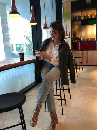 Online coördinator Robine: ribfluwelen vest