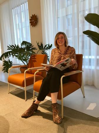 Redactrice Jolien: blouse in slangenprint