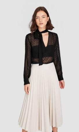 Une jupe plissée effet cuir