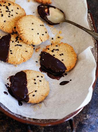 Sesam-gemberkoekjes met chocolade