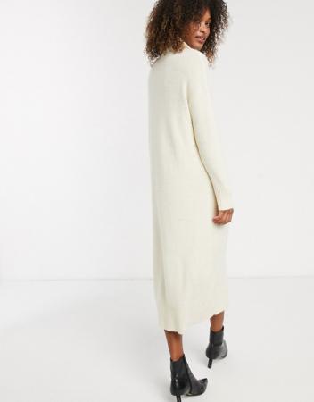 Une robe longue en laine