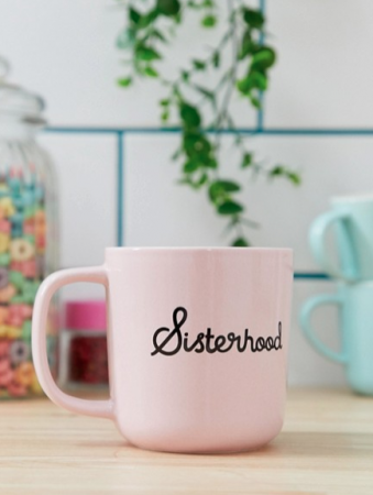 Roze mok met opschrift 'Sisterhood'