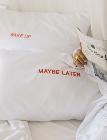 'Wake up – Maybe later', set van 2 kussenslopen