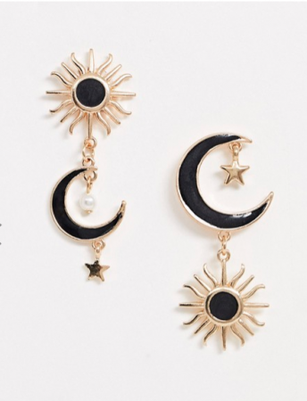 Goudkleurige oorbellen met de zon, de maan en sterren