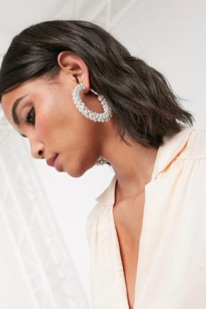 Oversized oorringen bezet met zilvergrijze parels